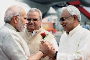 Patna: Prime Minister Narendra Modi being welcomed by Bihar Chief Minister Nitish Kumar and Bihar Governor Satyapal Malik upon his arrival at Jay Prakash Narayan International Airport in Patna on Tuesday. PTI Photo/PIB(PTI4_10_2018_000043B)