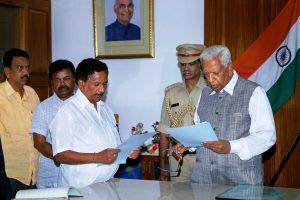 Bengaluru: Karnataka Governor Vajubhai Vala appoints BJP MLA KG Bopaiah as Pro-Tem Speaker, ahead of floor test tomorrow, in Bengaluru, on Friday. PTI Photo (PTI5_18_2018_000160B)
