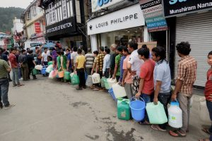Shimla: People stand in a queue to collect water from a tanker, as the city faces acute shortage of drinking water, at famous MallRoad, in Shimla on Sunday. (PTI Photo)(PTI5_27_2018_000065B)