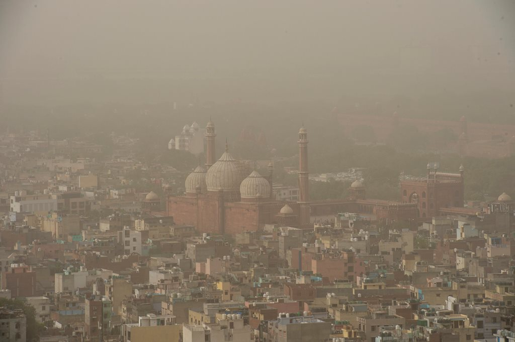 New Delhi: A thick blanket of dust and haze envelops the old city area of Delhi on Thursday, June 14, 2018. The air quality in Delhi and parts of the National Capital Region (NCR) on Thursday remained in 'poor' to 'hazardous' category. (PTI Photo/Manvender Vashist) (PTI6_14_2018_000192B)