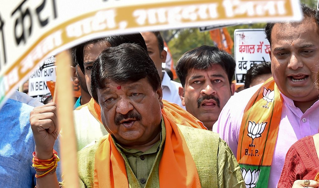 New Delhi: BJP National General Secretary Kailash Vijayvargiya and party MP Rupa Ganguly take part in a demonstration against alleged atrocities on BJP workers in West Bengal by TMC workers, in New Delhi on Tuesday, June 19, 2018. (PTI Photo/Kamal Singh) (PTI6_19_2018_000044B)