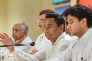 New Delhi: Congress Madhya Pradesh President Kamal Nath with senior Congress leader Jyotiraditya Scindia and others address a press conference, in New Delhi, on Sunday, June 03, 2018. (PTI Photo/Atul Yadav) (PTI6_3_2018_000064B)