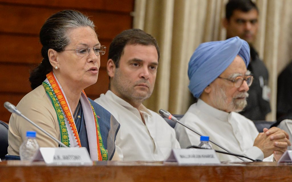New Delhi: Former Congress president Sonia Gandhi speaks as party president Rahul Gandhi and former prime minister Manmohan Singh look on, at the Extended Congress Working Committee (CWC) meeting in New Delhi on Sunday, July 22, 2018. (PTI Photo) (PTI7_22_2018_000069B)