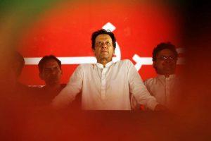 पाकिस्तान के प्रधानमंत्री और पूर्व क्रिकेटर इमरान ख़ान. (फोटो: रॉयटर्स)