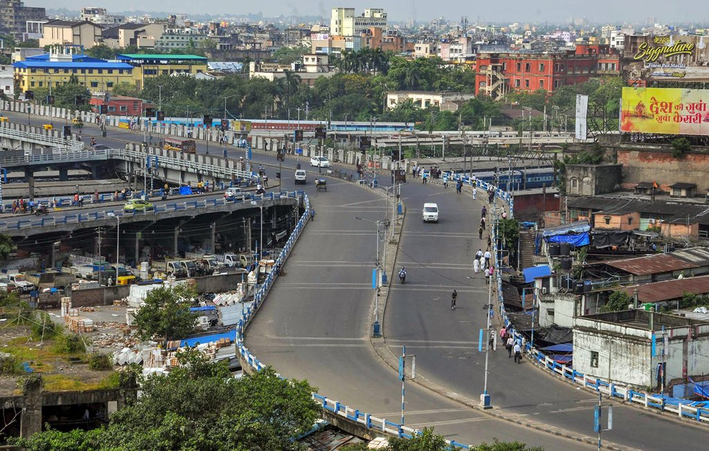 Kolkata: A view of a deserted flyover during 'Bharat Bandh' strike called by Congress and other parties against fuel price hike and depreciation of the rupee, in Kolkata , Monday, Sept 10, 2018. (PTI Photo)(PTI9_10_2018_000096B)