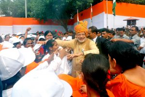 The Prime Minister, Shri Narendra Modi interacting with the school children after addressing the Nation on the occasion of 69th Independence Day from the ramparts of Red Fort, in Delhi on August 15, 2015.