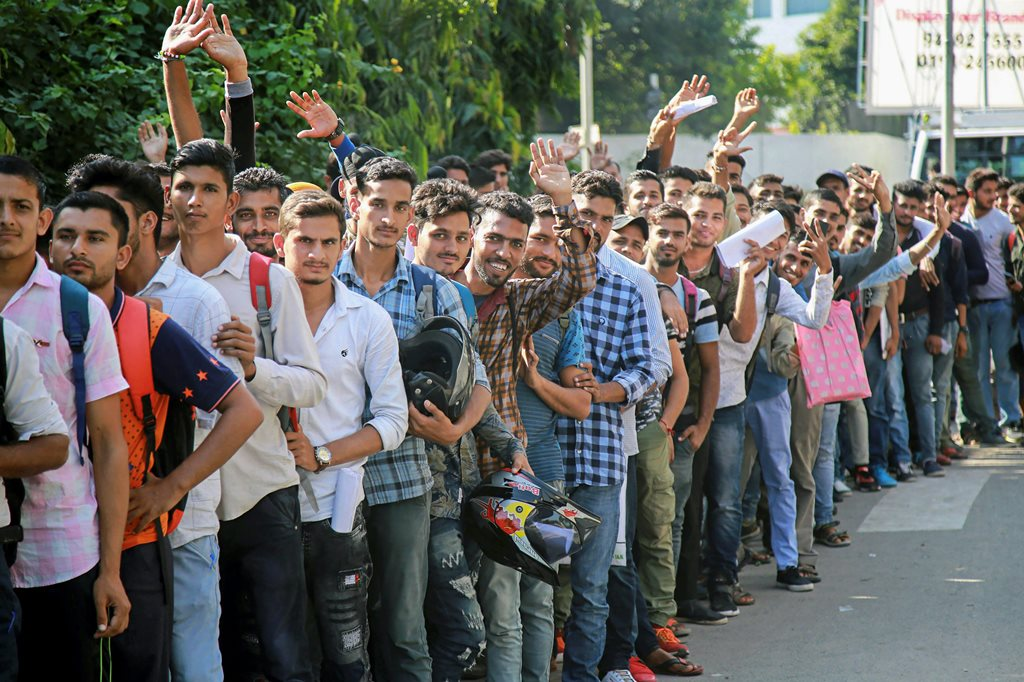 Jammu: Special Police Officers (SPO) applicants stand in a queue to submit their forms at Police line, in Jammu, Thursday, Sept 20, 2018. (PTI Photo)(PTI9_20_2018_000028B)
