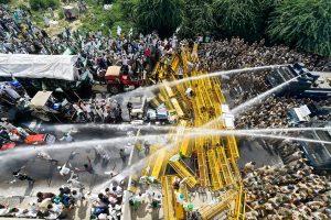 New Delhi: Police use water cannons to disperse farmers protesting at Delhi-UP border during 'Kisan Kranti Padyatra' in New Delhi on Tuesday, Oct 2, 2018. (PTI Photo/Ravi Choudhary)(PTI10_2_2018_000093B)