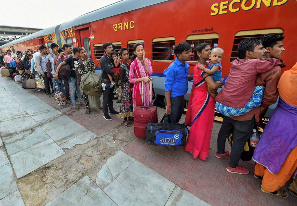 Ahmedabad: Migrant workers wait to board a train out of Gujarat in view of protests and violence breaking out over the alleged rape of a 14-month-old girl, in Ahmedabad, Tuesday, Oct 9, 2018. (PTI Photo/Santosh Hirlekar) (PTI10_9_2018_000110B)