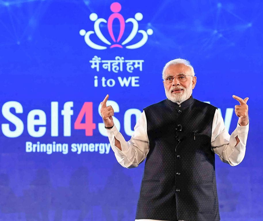 """New Delhi: Prime Minister, Narendra Modi interacting with the IT electronic manufacturing Professionals on Self4Society, at the launch of the """"Main Nahin Hum"""" Portal & App, in New Delhi, Wednesday, Oct 24, 2018. (PIB Photo via PTI)(PTI10_24_2018_000200B)"""