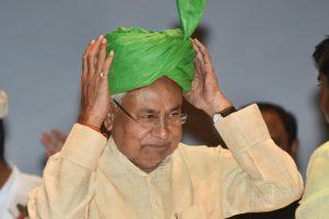 Patna: Bihar Chief Minister Nitish Kumar adjusts the turban during 'Virat Chhatra Sanagam', in Patna, Thursday, Oct 11, 2018. (PTI Photo) (PTI10_11_2018_000050B)