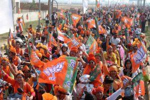 Meerut: BJP workers take part in the party's Kamal Sandesh bike rally, in Meerut, Saturday, Nov 17, 2018. (PTI Photo) (PTI11_17_2018_000083B)