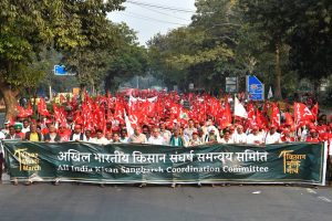 New Delhi: All India Kisan Sangharsh Coordination Committee (AIKSCC) members and farmers arrive for a two-day rally to press for their demands, including debt relief and remunerative prices for their produce, in New Delhi, Thursday, Nov. 29, 2018. (PTI Photo/Ravi Choudhary) (PTI11_29_2018_000075B)