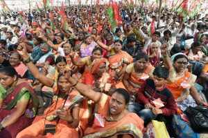 Mumbai: A large number of farmers and tribals take part in a protest rally to push for the their long pending demands including better price for their produce, total waiver of agricultural loans and transfer of forest rights to tribals, in Mumbai, Thursday, November 22, 2018, (PTI Photo/Shashank Parade) (PTI11_22_2018_000052)