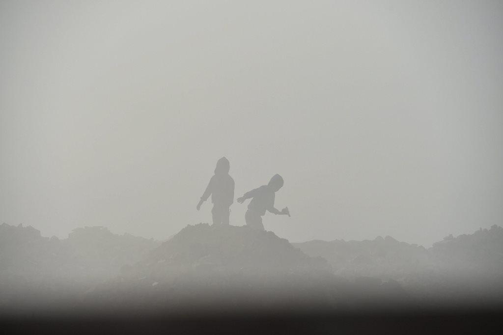 New Delhi: Silhouette of children seen through a layer of dense fog on a cold, winter morning, in New Delhi, Sunday, Dec. 23, 2018. (PTI Photo/Arun Sharma) (PTI12_23_2018_000027)