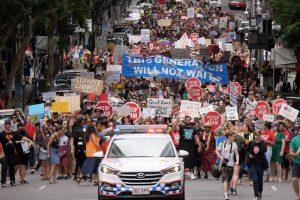 आॅस्ट्रलिया में अडाणी समूह की कोयला परियोजना के ख़िलाफ़ हुआ प्रदर्शन. (फोटो साभार: ट्विटर/@StrikeClimate)