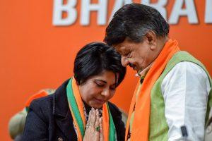 New Delhi: Bharati Ghosh, former IPS officer of West Bengal joins BJP in presence of senior party leader Kailash Vijayvargiya in New Delhi, Monday, Feb 4, 2019. (PTI Photo/Ravi Choudhary)(PTI2_4_2019_000186B)