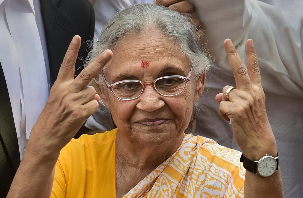 New Delhi: DPCC President Sheila Dikshit glashes the victory sign as she leaves after filing her nomination papers from North East Delhi parliamentary seat in New Delhi, Tuesday, April 23, 2019. (Photo: PTI/ Manvender Vashist)