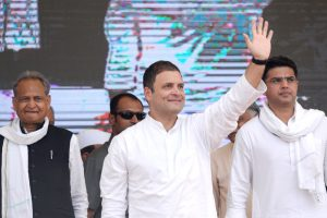 कांग्रेस अध्यक्ष राहुल गांधी के साथ राजस्थान के मुख्यमंत्री अशोक गहलोत और सचिन पायलट. (फोटो: पीटीआई)