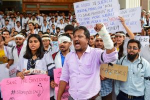Bengaluru: Doctor and medical students hold placards as they protest to show solidarity with their counterparts against the assault on their colleagues in Kolkata, in Bengaluru, Friday, June 14, 2019. (PTI Photo/Shailendra Bhojak) (PTI6_14_2019_000160B)