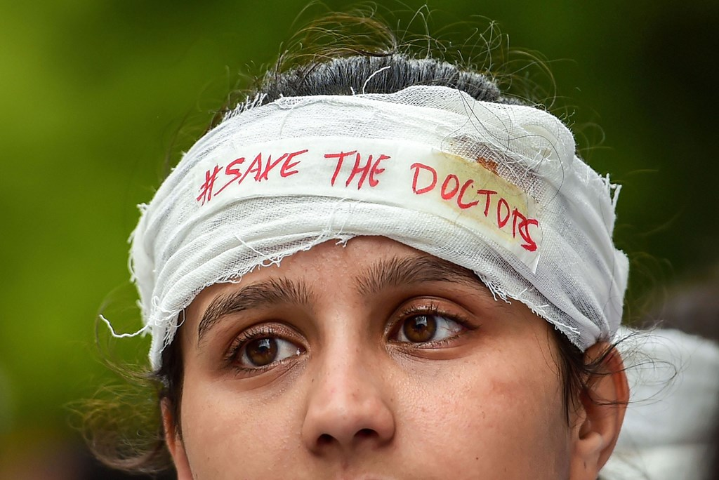 Bengaluru: A medical student during a demonstration protest to show solidarity with their counterparts against the assault in Kolkata, in Bengaluru, Friday, June 14, 2019. (PTI Photo/Shailendra Bhojak)