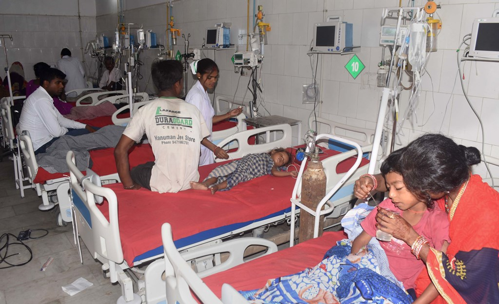 Muzaffarpur: Children showing symptoms of Acute Encephalitis Syndrome (AES) being treated at a hospital in Muzaffarpur, Saturday, June 15, 2019. Four more children died Friday in Bihar's Muzaffarpur district reeling under an outbreak of brain fever, taking the toll to 57 this month (PTI Photo)(PTI6_15_2019_000045B)
