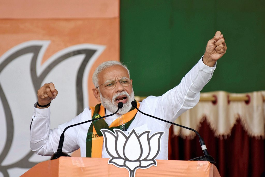 Deoghar: Prime Minister Narendra Modi addresses an election rally for the last phase of Lok Sabha polls, in Deoghar, Wednesday, May 15, 2019. (PTI Photo)