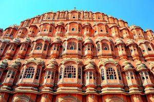 जयपुर स्थित हवा महल. (फोटो साभार: विकिपीडिया)