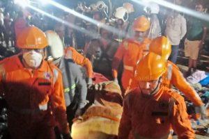 तिवारे बांध में दरार आने से आई आपदा के बाद एनडीआरएफ राहत और बचाव कार्यों में लगी हुई है. (फोटो साभार: ट्विटर)