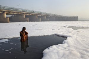 A Hindu devotee takes a ritual dip in the polluted Yamuna river in New Delhi March 21, 2010. The Earth is literally covered in water, but more than a billion people lack access to clean water for drinking or sanitation as most water is salty or dirty. March 22 is World Water Day. REUTERS/Danish Siddiqui (ENVIRONMENT)