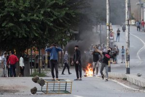 Kashmiri residents throw stones towards Indian security forces during restrictions after the scrapping of the special constitutional status for Kashmir by the government, in Srinagar, August 10, 2019. REUTERS/Danish Siddiqui