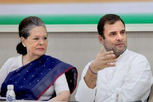 राहुल गांधी और सोनिया गांधी. (फोटो: पीटीआई)