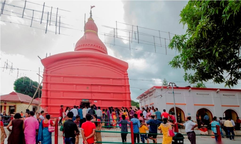 त्रिपुरा के उदयपुर में स्थित त्रिपुरा सुंदरी मंदिर, जहां पशुओं की बलि चढ़ाने की प्रथा है. (फोटो साभार: tripuratourism.co.in)