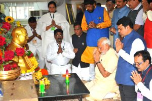 The Prime Minister, Shri Narendra Modi paying respects to Dr. Babasaheb Ambedkar, at Chaitya Bhoomi, in Mumbai on October 11, 2015.  The Governor of Maharashtra, Shri C. Vidyasagar Rao, the Chief Minister of Maharashtra, Shri Devendra Fadnavis and the Union Minister for Road Transport & Highways and Shipping, Shri Nitin Gadkari and other dignitaries are also seen.