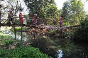 रांची का नदी दीप टोले में बनी बांस की पुलिया. (सभी फोटो: मो. असगर खान)