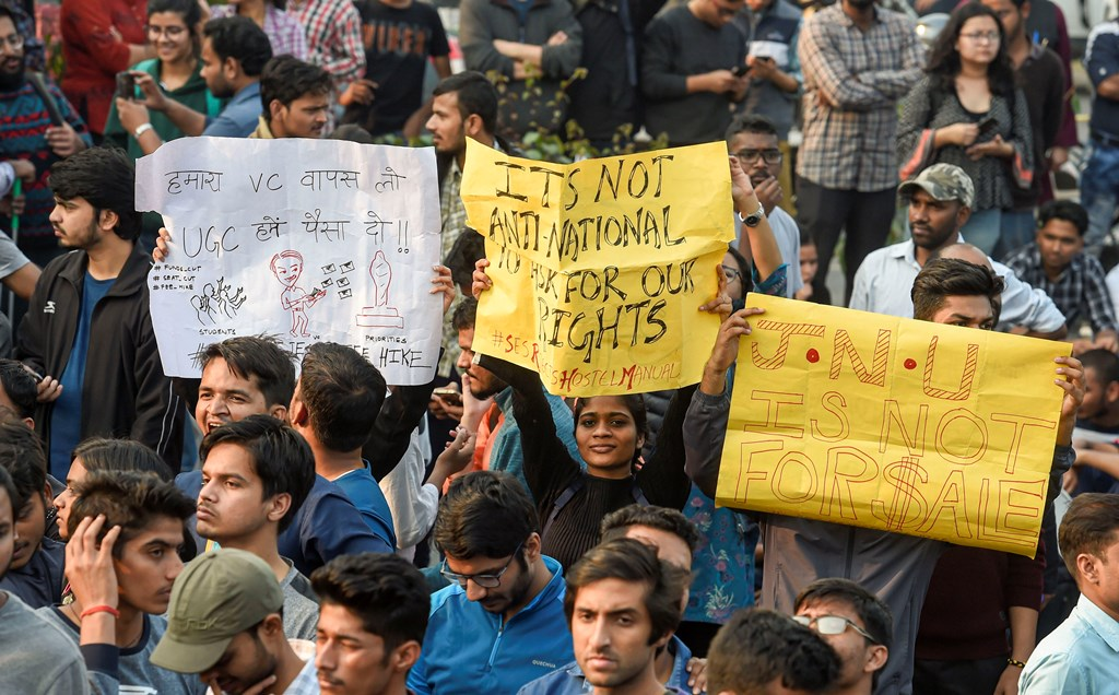 New Delhi: Jawaharlal Nehru University students display placards during a protest against the administration's 'anti-students' policy, in New Delhi, Monday, Nov. 11, 2019. Students wanted to march towards the All India Council for Technical Education (AICTE), where Vice President Venkaiah Naidu was addressing the university's convocation at an auditorium. (PTI Photo/Kamal Singh)(PTI11_11_2019_000109B)