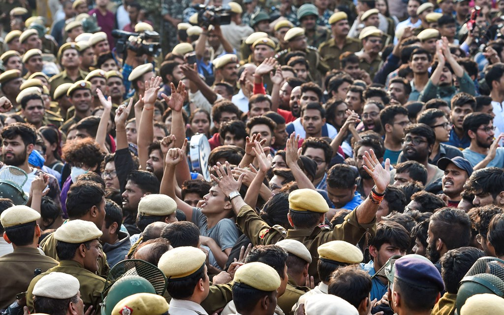 New Delhi: Jawaharlal Nehru University students raise slogans during a protest against the administration's 'anti-students' policy, in New Delhi, Monday, Nov. 11, 2019. Students wanted to march towards the All India Council for Technical Education (AICTE), where Vice President Venkaiah Naidu is addressing the university's convocation at an auditorium. (PTI Photo/Kamal Singh)(PTI11_11_2019_000114B)