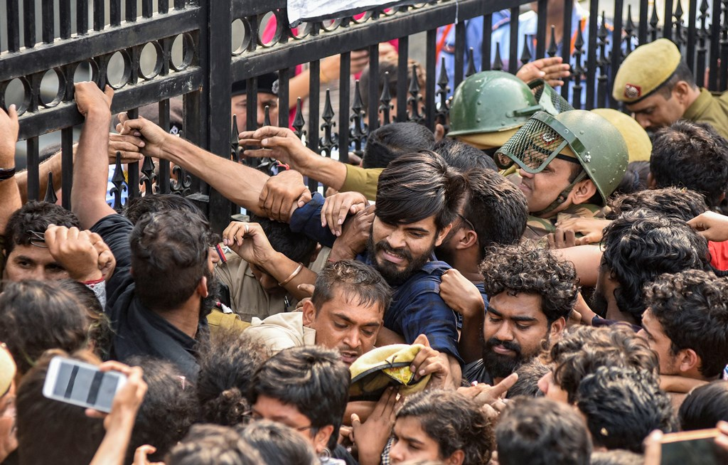 New Delhi: Jawaharlal Nehru University students try to open the gates during a protest against the administration's 'anti-students' policy, in New Delhi, Monday, Nov. 11, 2019. Students wanted to march towards the All India Council for Technical Education (AICTE), where Vice President Venkaiah Naidu was addressing the university's convocation at an auditorium. (PTI Photo)(PTI11_11_2019_000069B)