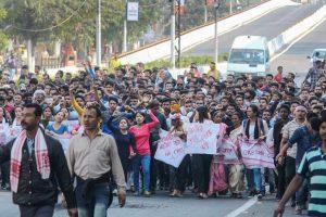 नागरिकता संशोधन विधेयक के विरोध में गुवाहाटी में प्रदर्शन (फोटो: पीटीआई)