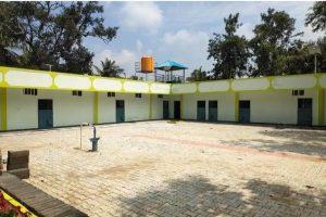 कर्नाटक की राजधानी बेंगलुरु के नजदीक एक गांव में तैयार हिरासत केंद्र. (फोटो साभार: ट्विटर/@mnakthar)