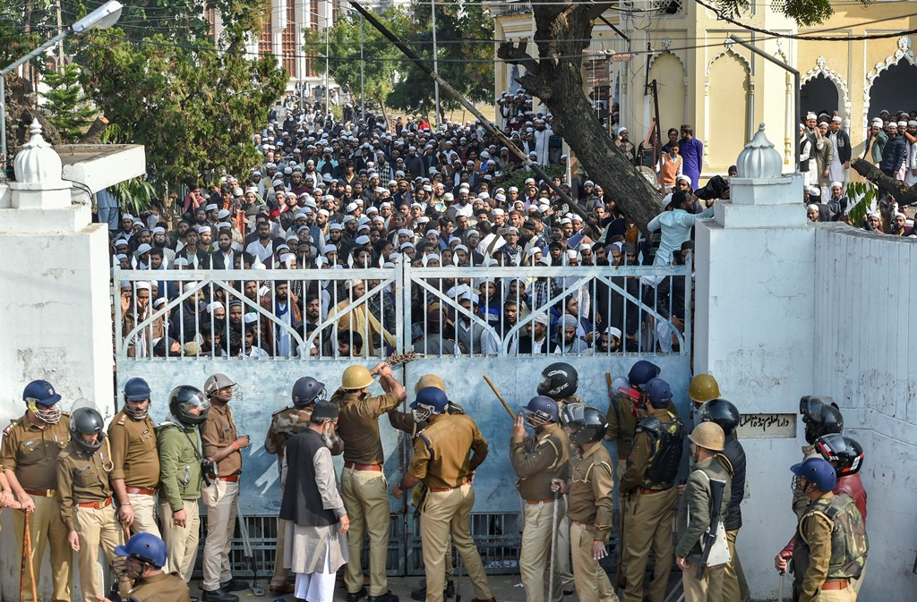 Lucknow: Police force outside Darul Uloom Nadwatul Ulama college as students protest against the amended Citizenship Act and indulged in stone pelting, in Lucknow, Monday, Dec. 16, 2019. (PTI Photo/Nand Kumar) (PTI12_16_2019_000060B)