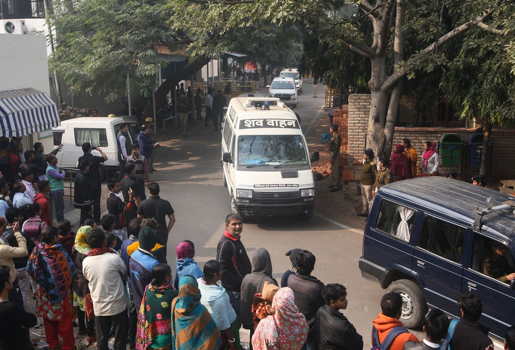 New Delhi: Unnao rape case victim's body being taken away after the post-mortem at Safdarjung hospital, in New Delhi, Saturday, Dec. 7, 2019. The rape victim died Friday night following a cardiac arrest after battling for life for almost 40 hours. (PTI Photo) (PTI12_7_2019_000032B)