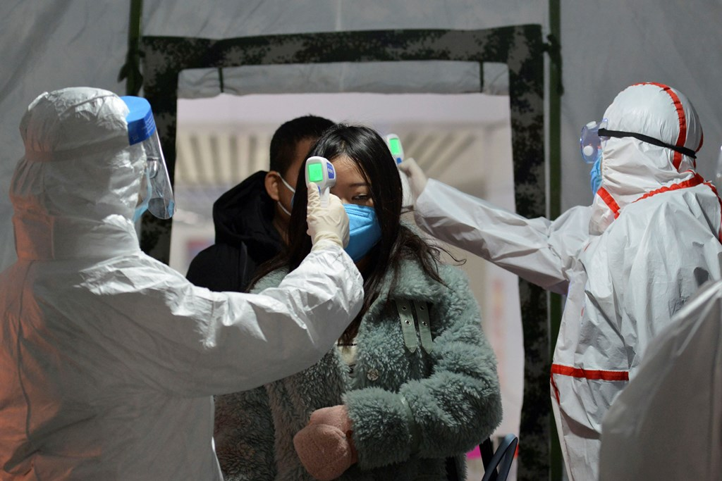 Fuyang: Government workers take the temperature of passengers as they exit a railway station in Fuyang in central China's Anhui Province, Wednesday, Jan. 29, 2020. Countries began evacuating their citizens Wednesday from the Chinese city hardest-hit by an outbreak of a new virus that infected more than 6,000 on the mainland and abroad. AP/PTI(AP1_29_2020_000028B)