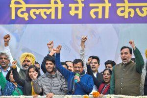 दिल्ली विधानसभा में जीत के बाद अरविंद केजरीवाल. (फोटो: पीटीआई)