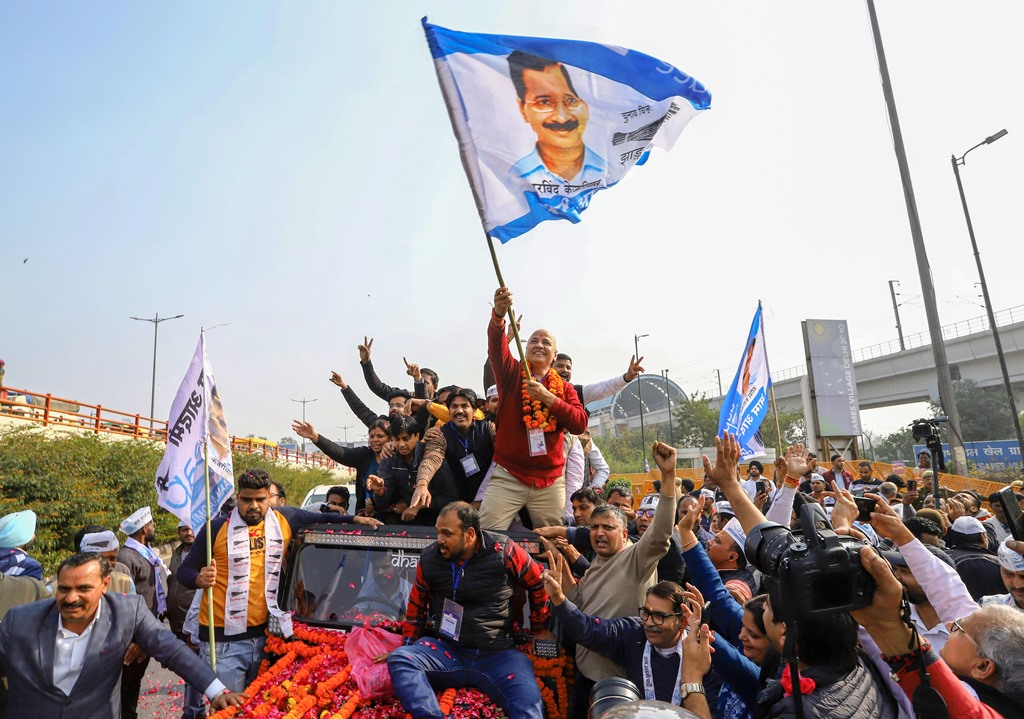 New Delhi: Delhi Dy CM and AAP leader Manish Sisodia waves a flag as he celebrates along with his supporters after winning from the Patpadganj Assembly seat, in New Delhi, Tuesday, Feb. 11, 2020. (PTI Photo) (PTI2_11_2020_000114B)