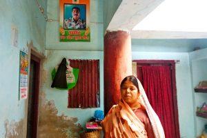शहीद जवान संजय कुमार सिन्हा की पत्नी बेबी देवी. (फोटो: उमेश कुमार राय)