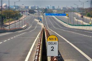 कोरोना वायरस के मद्देनज़र लॉकडाउन के दौरान नई दिल्ली (फोटो: पीटीआई)