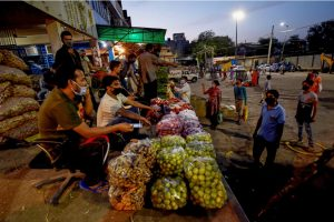 New Delhi: Vendors at Okhla vegetable market during the nationwide lockdown, in wake of the coronavirus pandemic, in New Delhi, Wednesday, April 22, 2020. (PTI Photo/Kamal Singh)(PTI22-04-2020 000251B)