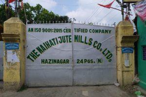 पश्चिम बंगाल के नैहट्टी जूट मिल में लगा ताला. (सभी फोटो: उमेश कुमार राय)