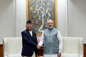 प्रधानमंत्री नरेंद्र मोदी के साथ नेपाल के प्रधानमंत्री केपी ओली. (फाइल फोटो साभार: पीआईबी)